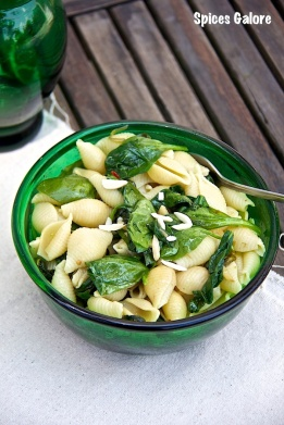 Pasta with Spinach and Almonds